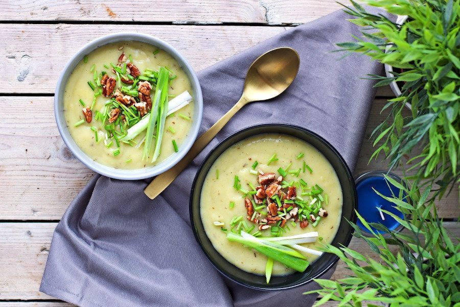 Leek and Potato Soup | #vegan #glutenfree www.contentednesscooking.com