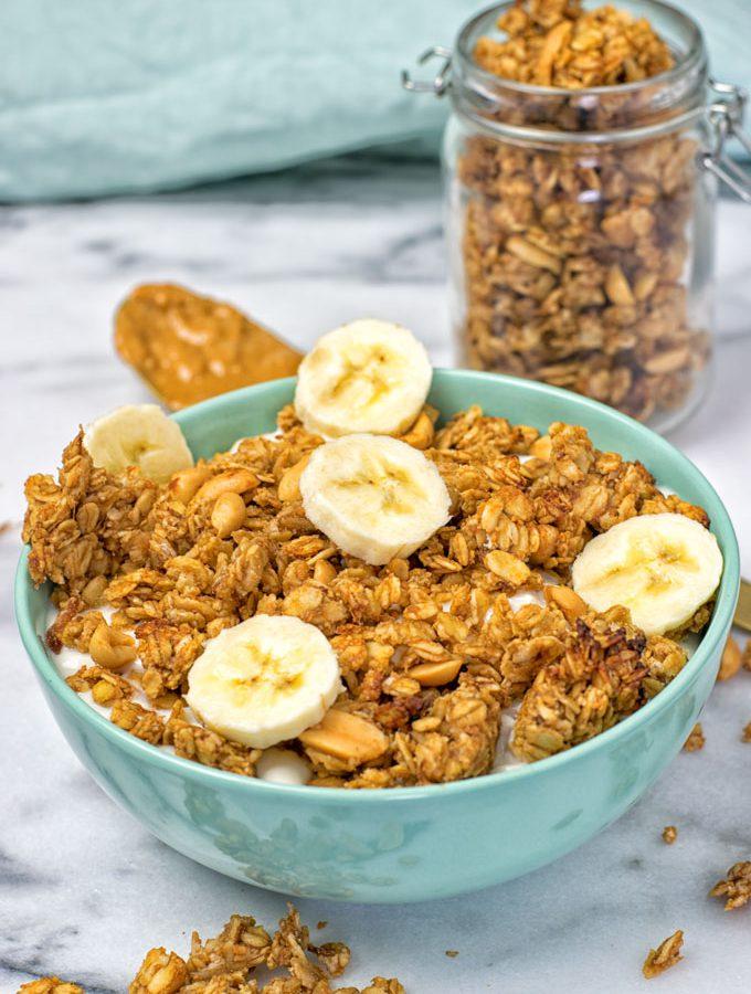 Homemade PB&J Granola | #vegan #glutenfree www.contentednesscooking.com