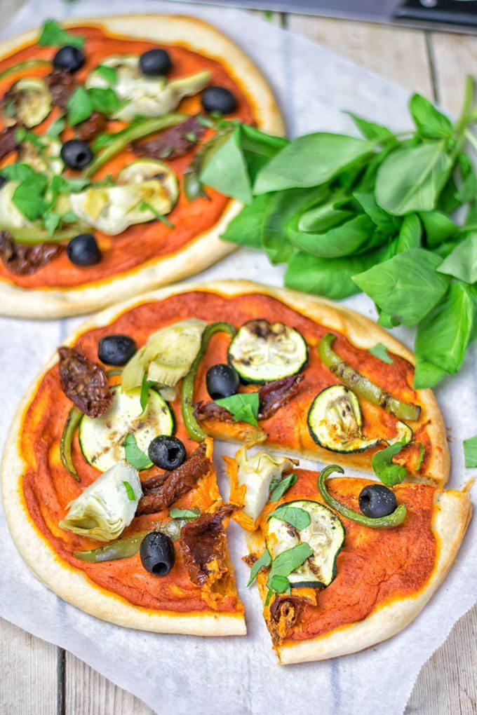 Mediterranean Flatbread Pizza | #vegan #glutenfree #dairyfree #plantbased #contentednesscooking