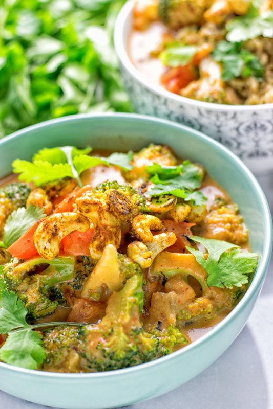 Cashew Curry Broccoli Stir Fry | #vegan #glutenfree #contentednesscooking