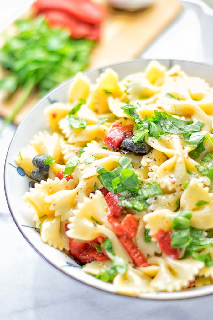 Lemon Herb Tuscan Pasta Salad | #vegan #glutenfree #contentednesscooking #pasta #plantbased #dairyfree #bbq #lunch #dinner #mealprep #easy