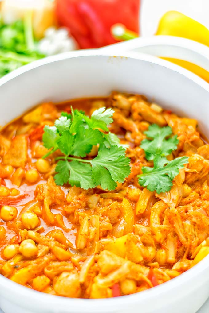 One pot and super easy to make: This Spicy Mango Jackfruit Curry is a winning combo for. Vegan, gluten free. An amazing dinner, lunch, meal prep, work lunch and more. Only one pot is required and in 15 minutes this great dairy free alternative is on the the table. Try it now and wow everyone! #vegan #glutenfree #vegetarian #dairyfree #jackfruit #curry #mango #onepot #mealprep #worklunchideas #lunch #dinner #easyfood #budgetmeals #contentednesscooking #15minuteveganmeals #familyveganmeals