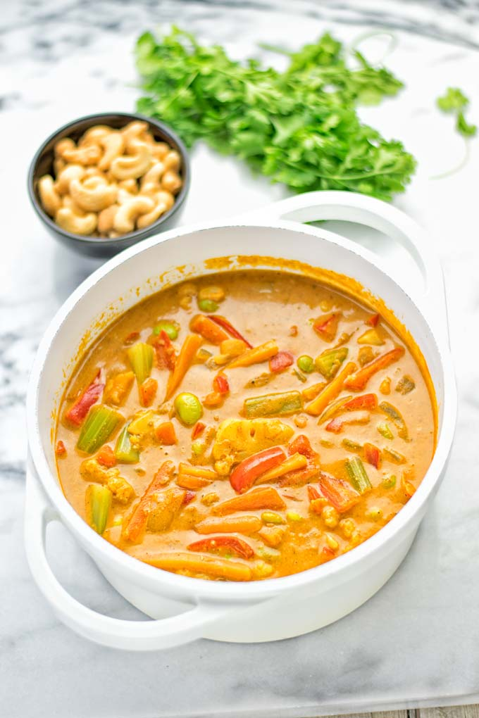 Super easy and delicious on pot meal: Vegetable Korma is naturally vegan, gluten free and a great dairy free alternative for lunch, dinner, meal prep and work lunch that the whole family will love. You can add whatever vegetables you like and want. Come and try it now. #vegan #glutenfree #dairyfree #vegetarian #curry #contentednesscooking #mealprep #kormacurry #onepotmeals #budgetmeals #dinner #lunch #worklunchideas #easyvegandinner