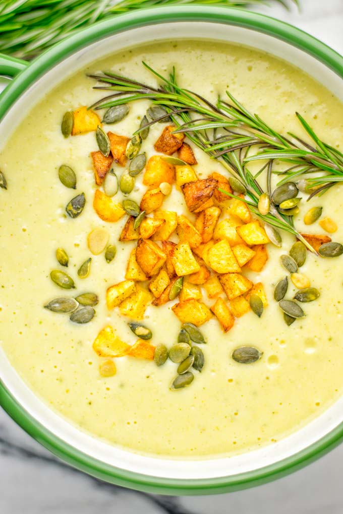 This Cheesy Potato Soup with Roasted Pepitas is the ultimate comfort food for everyone. Entirely vegan, gluten free, super easy to make. Such a delicious option for lunch, dinner, meal prep, work lunches and of course perfect for holidays. #vegan #glutenfree #dairyfree #vegetarian #soup #potatoes #holidays #dinner #lunch #mealprep Worklunchideas #contentednesscooking #potatosoup #familymealsonabudget #familymealskidfriendly