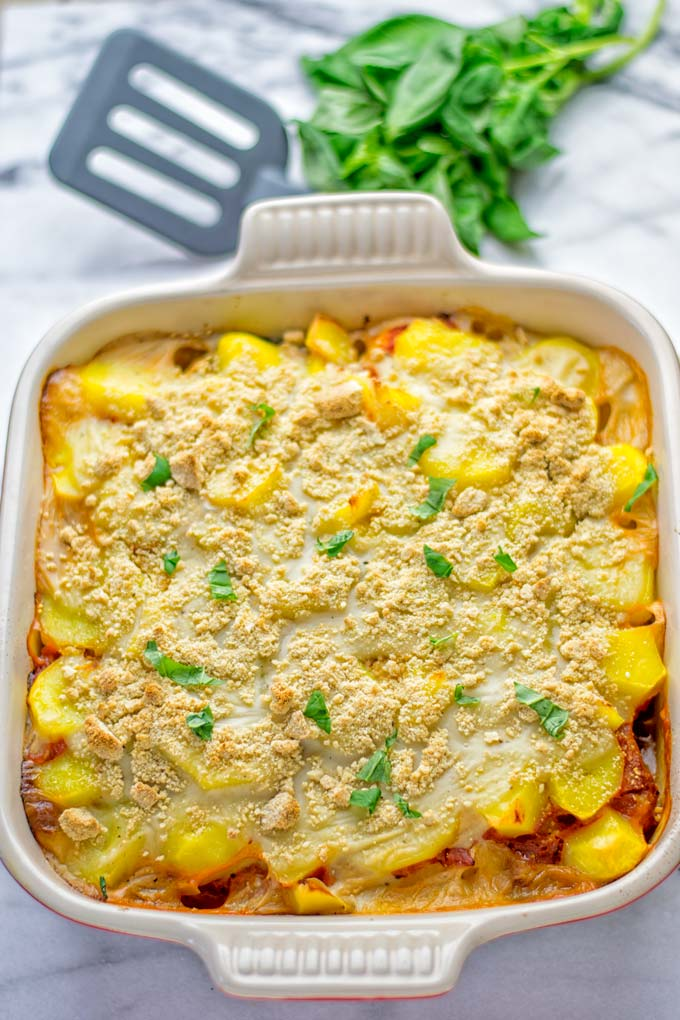 This Eggplant Parmesan Potato Casserole is entirely vegan, gluten free and the ultimate comfort food for everyone. It combines all the flavors of a classic eggplant parmesan with the twist of a comforting potato casserole. Perfect for dinner, lunch, meal prep and work lunch. #vegan #glutenfree #dairyfree #vegetarian #potatocasserole #eggplantparmesan #eggplantparmesanbaked #lunch #dinner #mealprep #worklunchideas #contentednesscooking