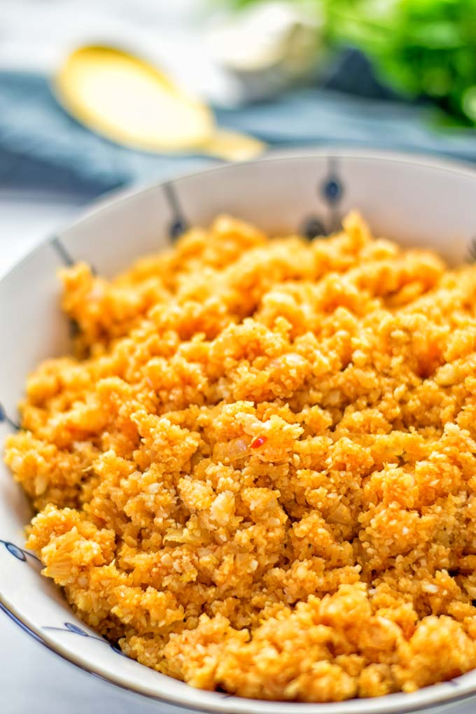 This Spanish Cauliflower Rice is naturally vegan, gluten free and seriously the best. It's super easy to make in one pan and packed with amazing flavors. An easy recipe for lunch, dinner, meal prep and work lunch. It's delicious on its own or as side dish. Try this great dairy free and low carb alternative now. #vegan #glutenfree #dairyfree #vegetarian #cauliflower #spanish #rice #lowcarb #mealprep #worklunchideas #lunch #dinner #sidedish #contentednesscooking #easyfood #budgetmeals