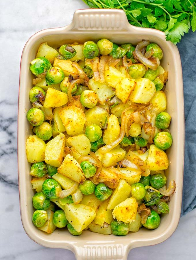 These Garlic Brussels Sprouts Potatoes are naturally vegan, gluten free and super easy to make. So delicious for the holidays, Christmas, as dinner, lunch, appetizer, side dish or meal preparation, and so much more. On its own or served with many other yummy things, enjoy. #vegan #glutenfree #dairyfree #vegetarian #contentednesscooking #brusselssprouts #potatoes #dinner #lunch #appetizer #sidedishes #christmas #holidays #thanksgiving #mealprep #worklunchideas