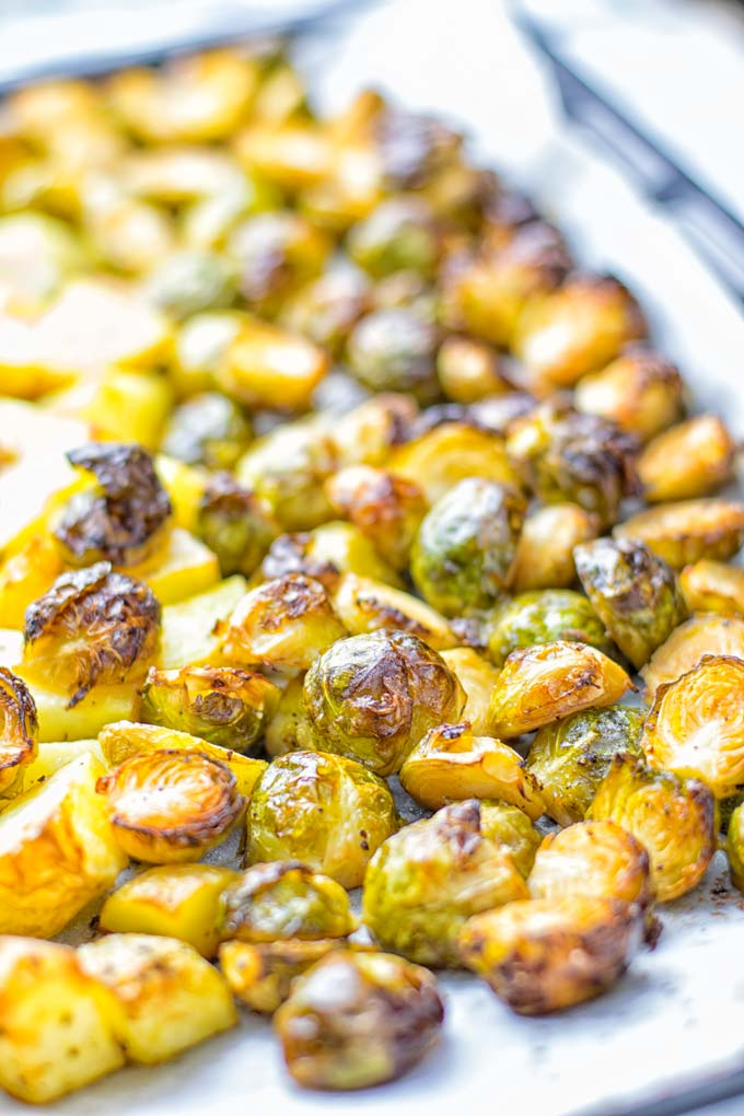 This Balsamic Brussels Sprouts Potato Salad is the ultimate comfort food and entirely vegan, gluten free. It's super delicious for dinner, lunch, meal prep and for Christmas or the holidays. Try it now and you can be sure the whole family will love it. #vegan #glutenfree #dairyfree #vegetarian #contentednesscooking #dinner #lunch #christmasfood #holidayfood #worklunchideas #mealprep #balsamicbrusselssprouts #potatosalad