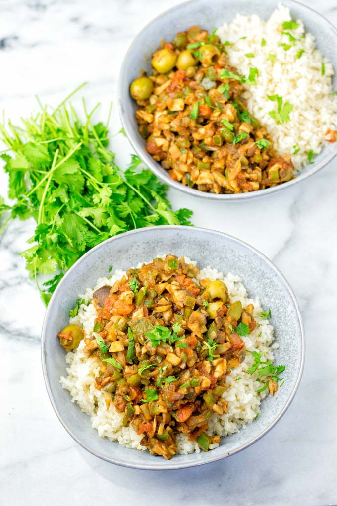 Fresh cilantro is used to give this dish some extra fresh touch.