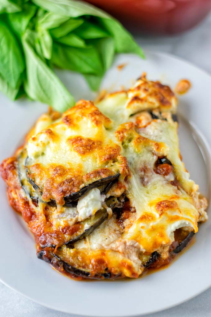 Creamy an delicious vegan Lasagna with eggplant.