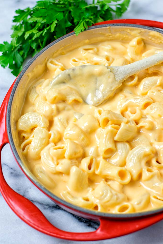 A saucepan full with the creamy Mac and Cheese.